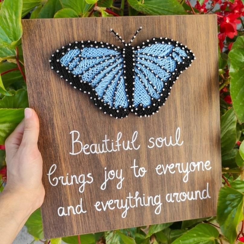 Подарок -  дрвена слика со плетена пеперутка