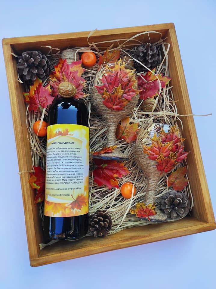 Подарок за татко - Вино со чаши и чоколатца во дрвена кутија