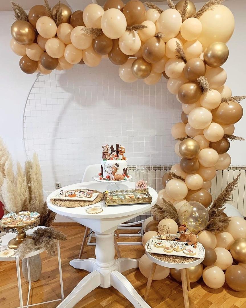 Специјална декорација со балони во боите на есента