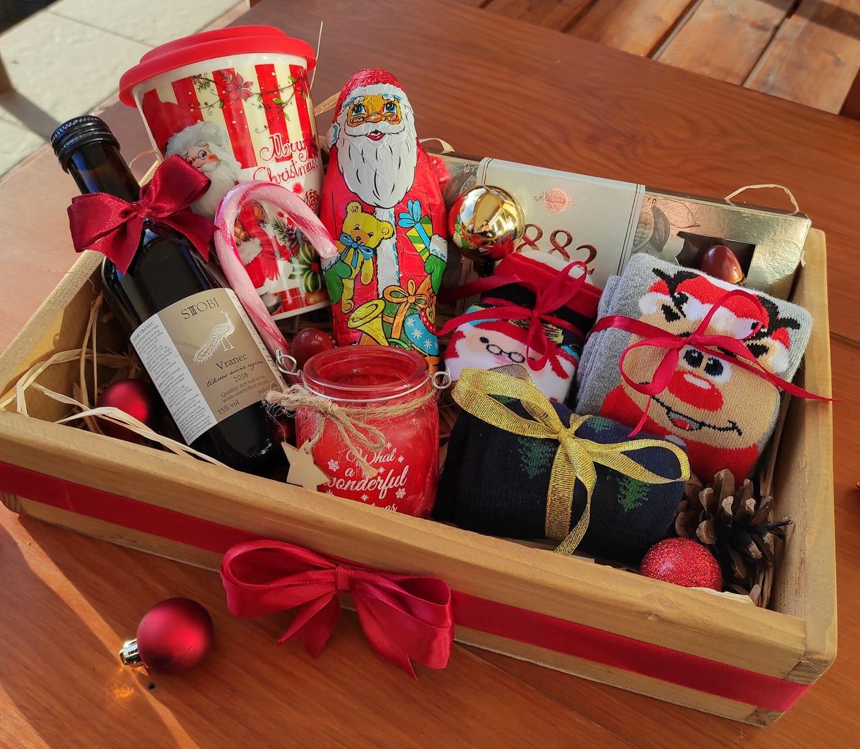 Сет со подароци во дрвена кутија