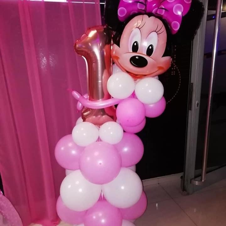 Столб од балони со Мини Маус