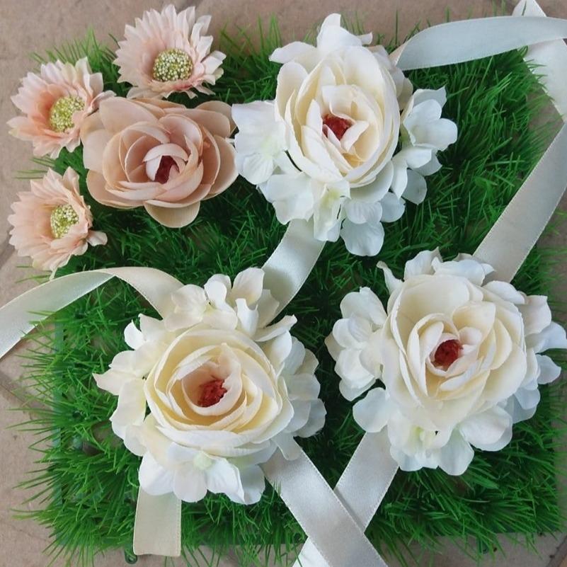 Корсажи - алки со цветови