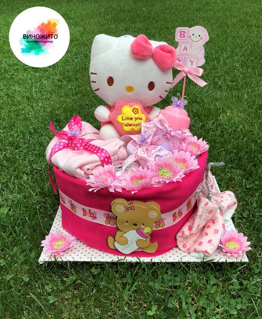 Торта од пелени со Hello Kitty